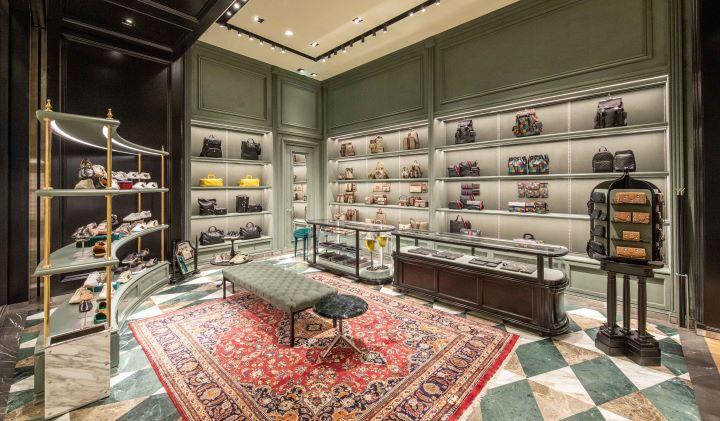 空間中充滿圖騰與色彩,呼應GUCCI的時尚設計元素。(圖.GUCCI 提供)