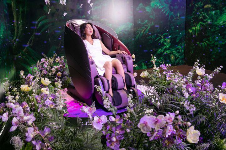 結合按摩、情境燈、音效、香氛的全新OSIM uDream 5感養身椅。(圖.OSIM 提供)