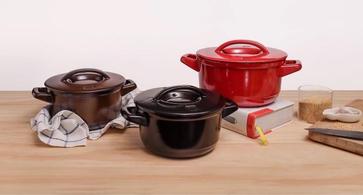 以航太科技材質推出全新的JIA晶釉瓷鍋 。(圖.JIA 提供)