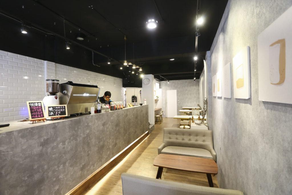 規劃完善的內用區,希望客人可以好好享受一頓美味的生吐司套餐。 (圖.蔡暉宏攝)