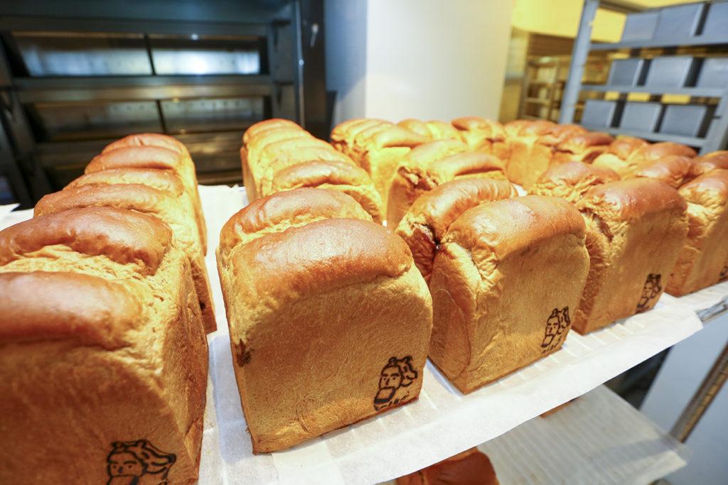 口感鬆軟連吐司邊都好吃的生吐司,在台灣刮起一陣旋風。(圖.蔡暉宏攝)