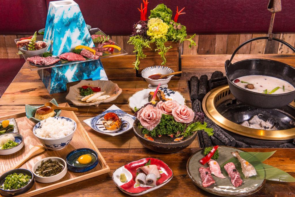 富士山.無菜單料理套餐共有12品料理,加上千元有找價格,讓人不心動都難。二店還推出牛肉燒肉、內臟牛肉火鍋二款新拼盤。(圖.胡同裏的寬巷子提供)