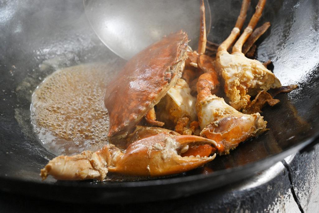 秋天到了,吃螃蟹料理最讚了。(圖.陳思明攝)