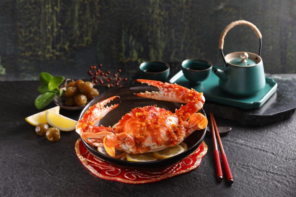 望月樓秋蟹料理以單點為主,梅子檸檬蒸花蟹、泡菜乾煎三點蟹與蟹肉鮮蝦餃都是人氣餐點。(圖.望月樓提供)