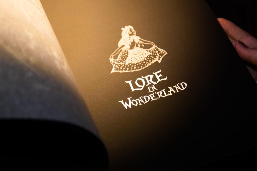 「LORE IN WONDERLAND」 的表演和主題酒單是改編自愛麗絲夢遊仙境的童話故事。(圖.林玉偉攝)
