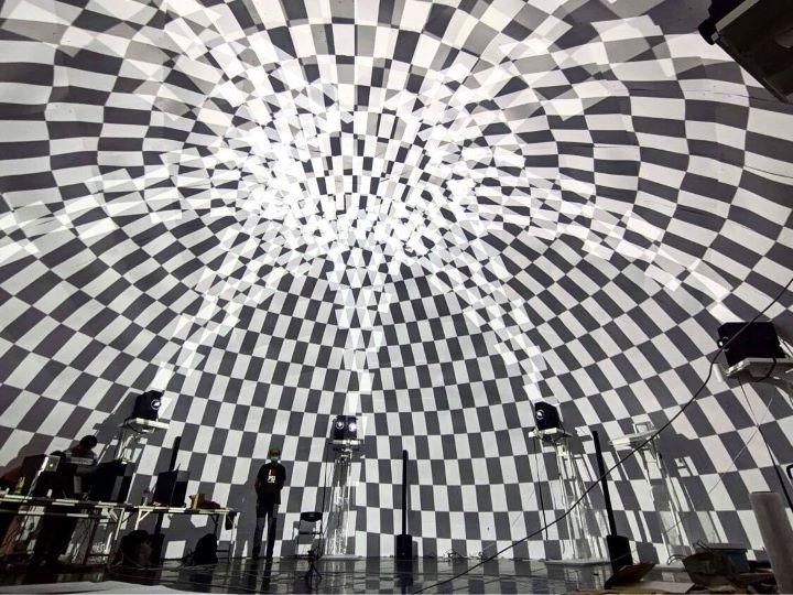前身為空總的台灣當代文化實驗場,於戰情大樓前打造全新的展演FUTURE VISION LAB。(圖.蔡奇宏 攝影/ 台灣當代文化實驗場 提供)