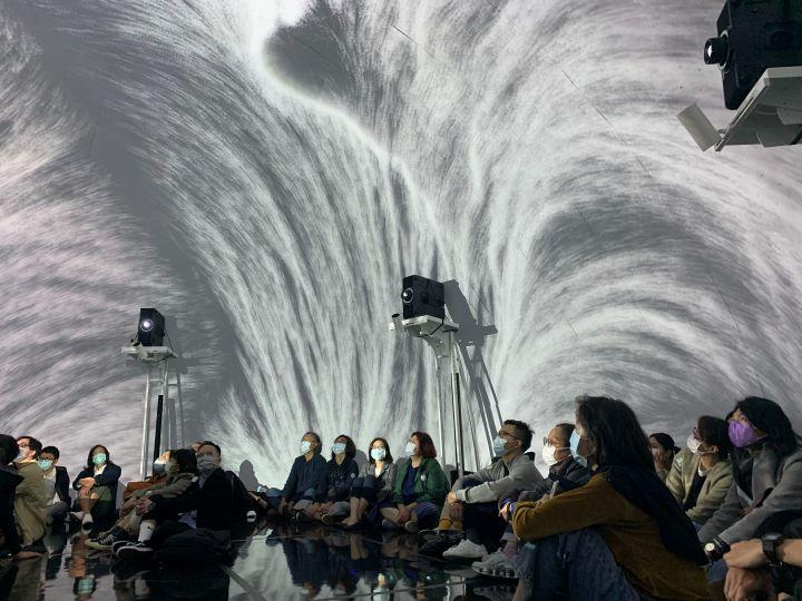 充滿視覺聲光效果的全境式創作,讓每位參觀者置身於全境式的設計規劃中。(圖.Jimmy 攝影)