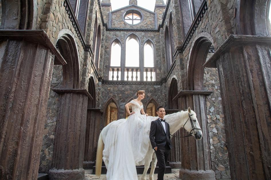 宛若來到歐洲的奇幻造景,是位在銅鑼的婚紗拍攝基地 。 ( 圖.林玉偉)