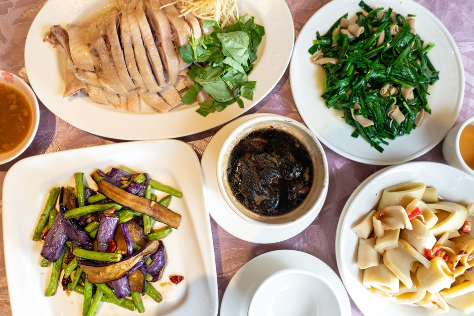 來到楊梅一定要嚐嚐仙草雞與鵝肉料裡。( 圖. 林玉偉)