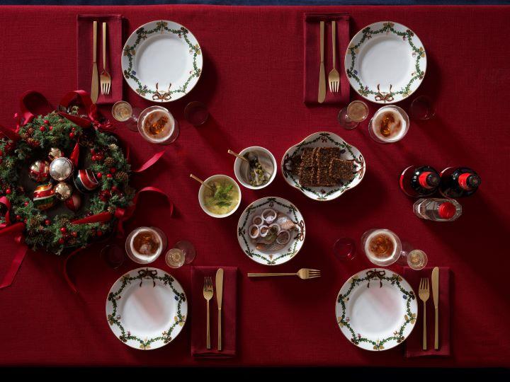 經典聖誕系列(Star Fluted Christmas) 是丹麥國寶皇家哥本哈根每年年終都會掀起搶購潮的熱賣商品。(圖.皇家哥本哈根 提供)