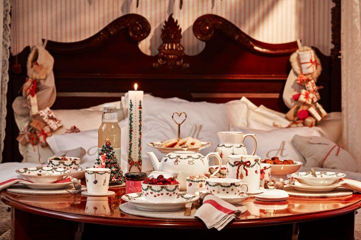 除了應景的聖誕餐瓷系列之外,每年皇家哥本哈根均會邀請不同領域的設計師,跨界布置聖誕餐桌。(圖.皇家哥本哈根 提供)