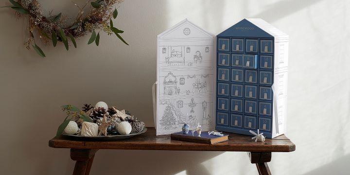 限量的藍白聖誕倒數日曆禮盒,是Wedgwood鐵粉每年珍藏的隱藏版產品。 (圖.Wedgwood 提供)