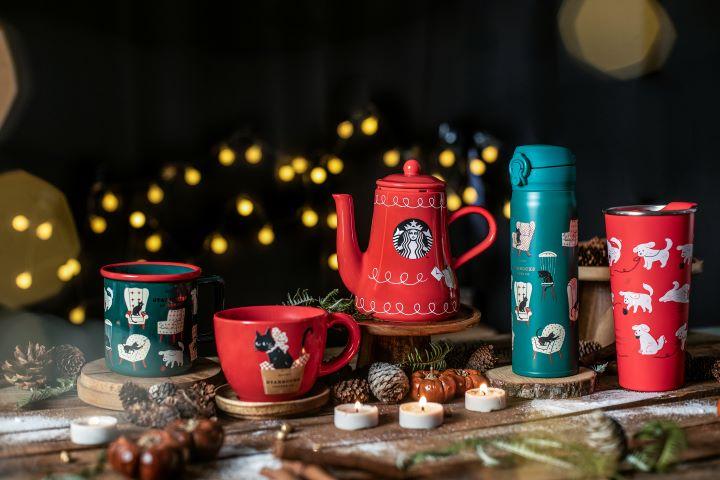喜氣洋洋的紅色和自然的藍綠色,讓生活餐瓷和咖啡壺瞬間變得熱鬧應景。 (圖.星巴克 提供)