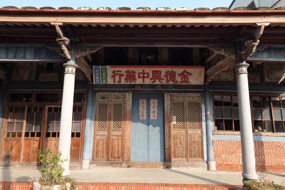 菁寮老街上的金德興中藥鋪,是《俗女養成記》中女主角陳嘉玲的老家拍攝地點。( 圖.妮可魯)