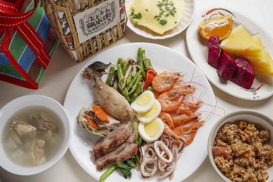卡多良食故事館將後壁地區的農產品,以吃到飽的方式提供給遊客想用。( 圖.蔡暉宏)