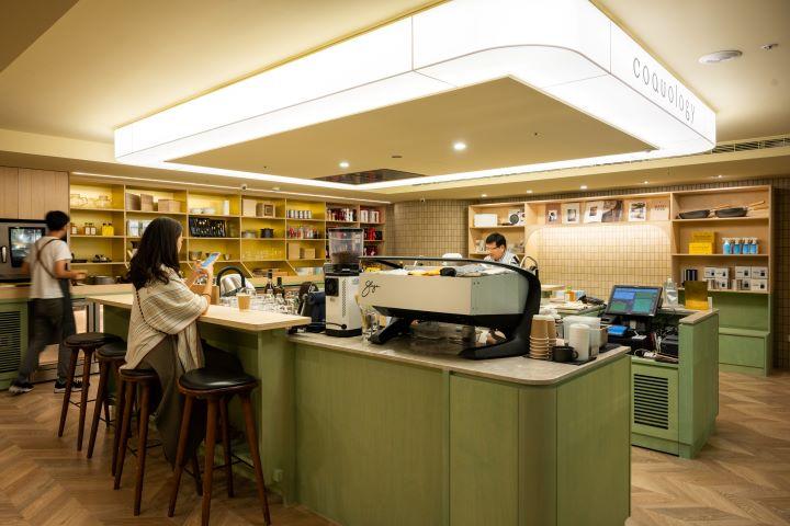 耗資近百萬採購、擁有咖啡機界法拉利響亮封號的Slayer咖啡機,是 Coquology的鎮館之寶。(圖.徐嘉駒 攝影)