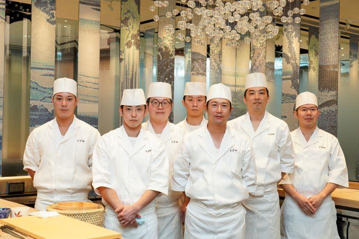 為提供台北饕客最頂尖的江戶板前料理美饌,東京米其林二星餐廳「鮨增田(Sushi MASUDA)」去年結束東京本店,將日級廚藝團隊移至台北,複刻無懈可擊的頂尖美味。 (圖.林玉偉 攝影)