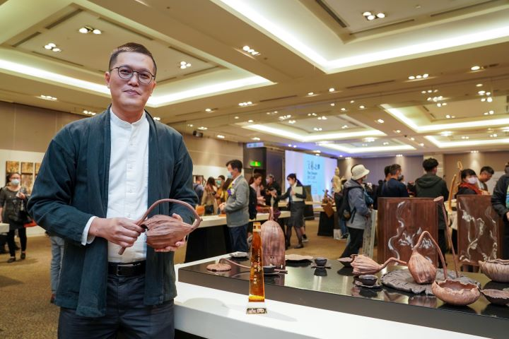 獲得今年「台灣工藝競賽」首獎的林智斌。 (圖.林玉偉 攝影)