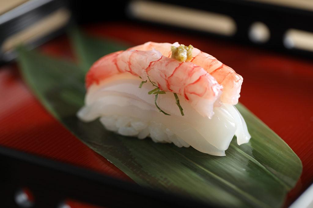 葡萄蝦.墨魚握壽司。(圖‧ 米匠提供)