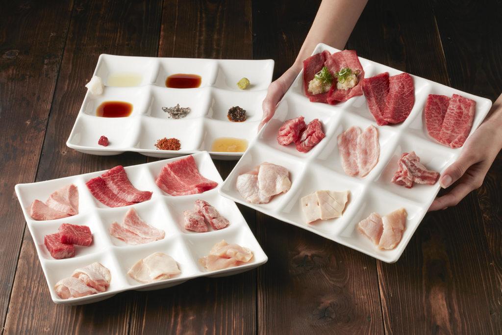 將9種肉品放於九宮格,搭配9種沾醬,一餐可以感受81種風味,是不是太有趣了。(圖.乾杯BAR敦南店提供)