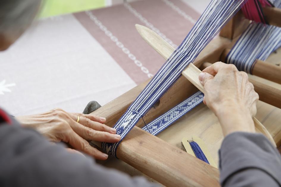 客家織帶的圖紋十分複雜美麗,充分展現客家婦女的蕙質蘭心。( 圖.妮可魯)