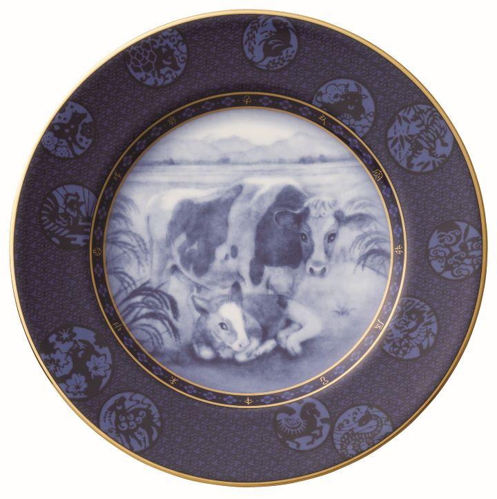 日本天皇名瓷Noritake特別推出的牛年應景盤。(圖.旺代企業 提供)