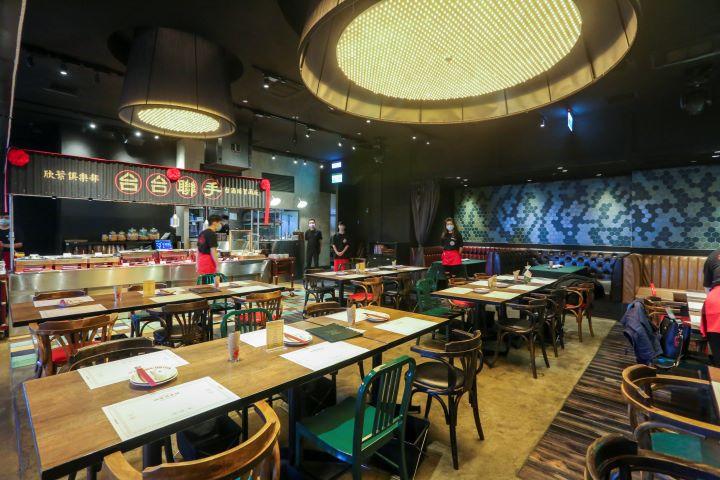 特別營造的用餐空間環境,展現台式料理餐廳的道地滋味。(圖.蔡暉宏 攝影)