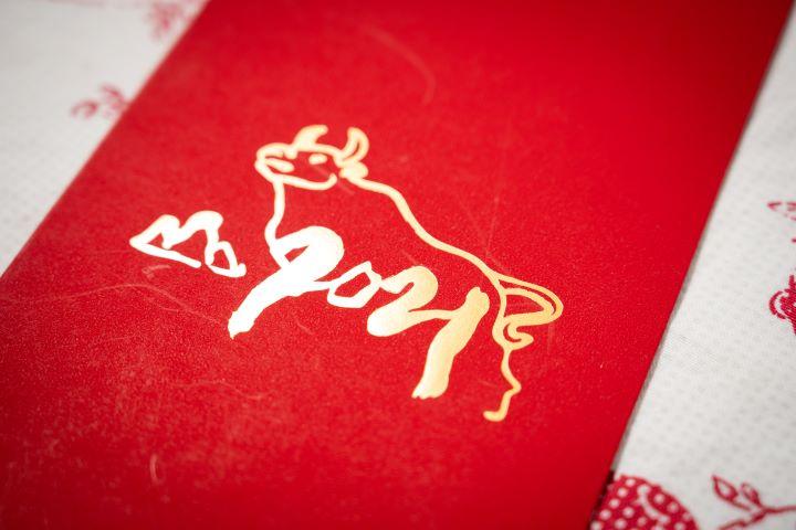 太魯閣晶英酒店的紅包充滿寫意奔放的筆觸。(圖.徐家駒 攝影)