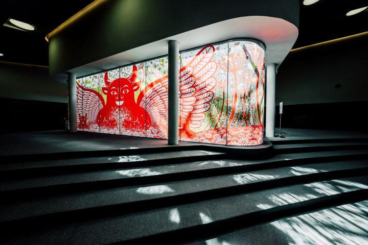 衛武營的「繁花盛開的祝褔-新春剪花藝術裝置展」即日起至2/28展出 。(圖.衛武營國家藝術文化中心 提供)