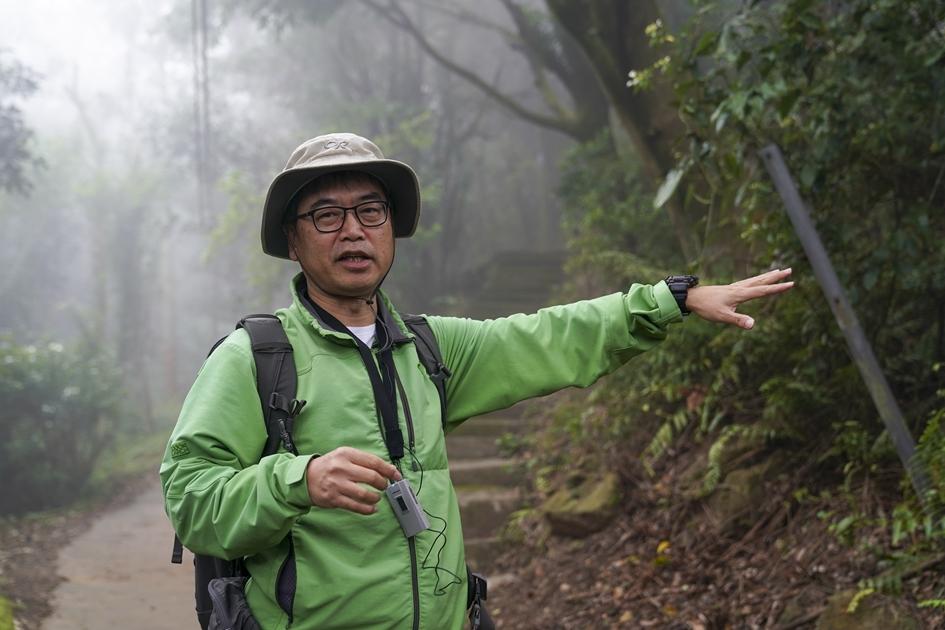 致力於以影像記錄台灣山岳之美的麥覺明導演,認為山林之美就在你我生活圈周遭 , 與在地居民生活緊密相連。( 圖.蔡暉宏 )