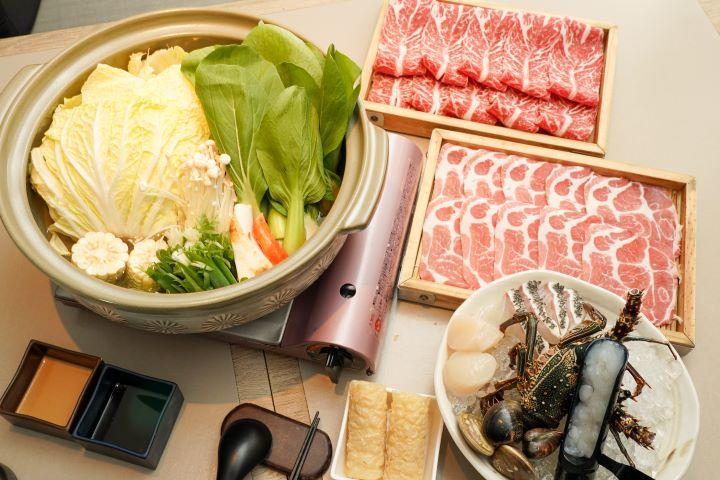 超人氣的澎派「海陸龍蝦鍋物套餐」。 (圖.林玉偉 攝影)