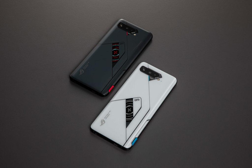 ROG Phone 5 Pro(黑)、ROG Phone 5 Ultimate(白)。(圖.華碩提供)