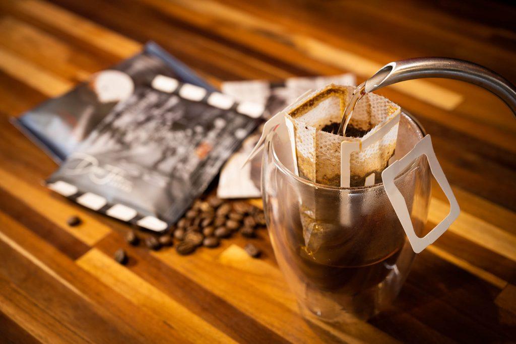 濾掛式咖啡方便又好喝,是廖海帆打進消費者市場的切入角度。(圖.徐嘉駒攝)
