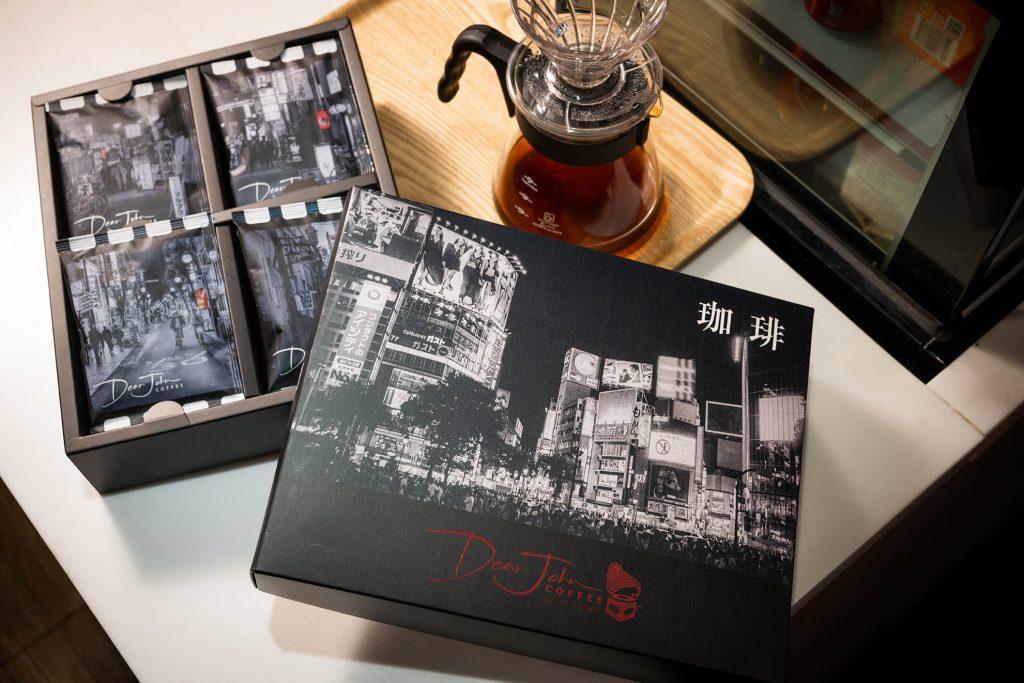 Dear John Coffee 的城市光影咖啡禮盒,內有宏都拉斯水洗咖啡。(圖.徐嘉駒攝)
