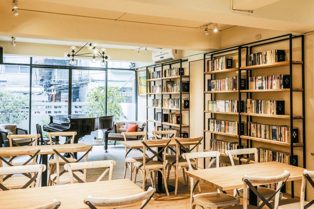 青田藝集充滿著人文氣息,是一處藝文與餐飲的複合式空間。(圖.青田藝集提供)
