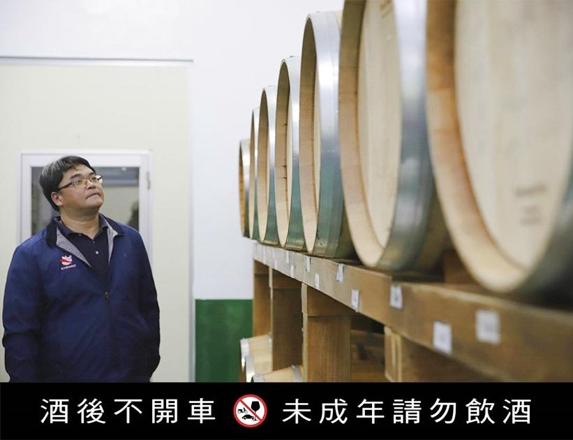 大安農會酒莊運用當地生產的芋頭及番薯等農產品來釀酒 。( 圖.妮可魯)