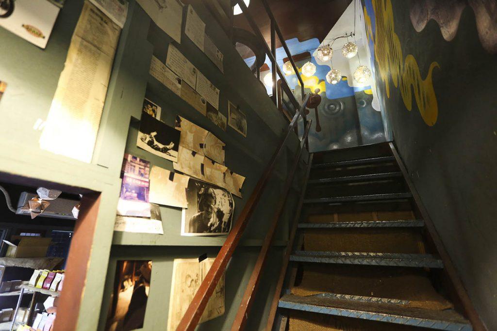 虎記商行有二層樓,空間小,但特色十足。 (圖.蔡暉宏攝)