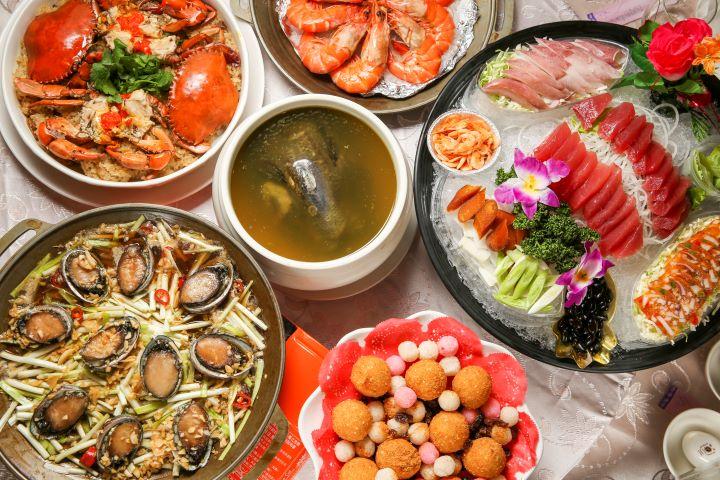 專業的廚藝團隊,特別從苗栗在地食材特色與台灣當令食材入菜,展現台灣喜宴好客澎派的熱情。(圖.蔡暉宏 攝影)