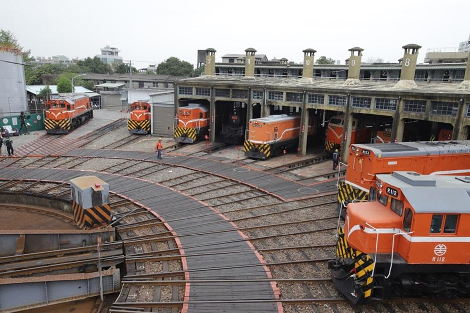 全台僅存的扇形車庫花費10年建成,是鐵道迷必訪的聖地。( 圖.妮可魯 )