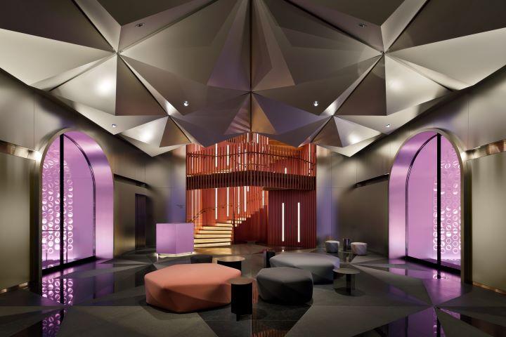 以日本摺紙為概念,打造充滿戲劇效果的飯店迎賓大廳。(圖.W Osaka 提供)