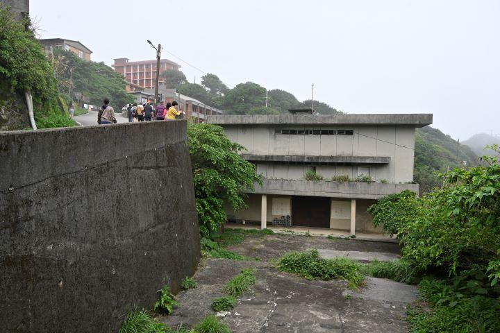 藏身於小鎮的九份首間戲院,如今已成為廢墟。(圖.陳思明 攝影)