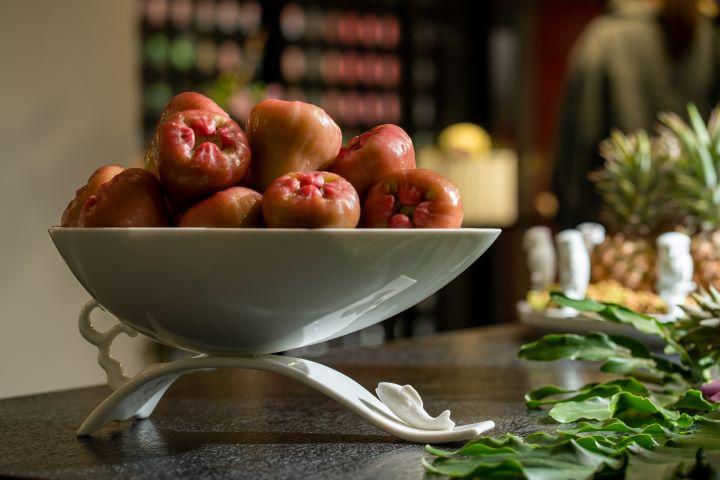在水果與器皿之間產生令人心動的故事對話。( 圖.林玉偉 攝影)