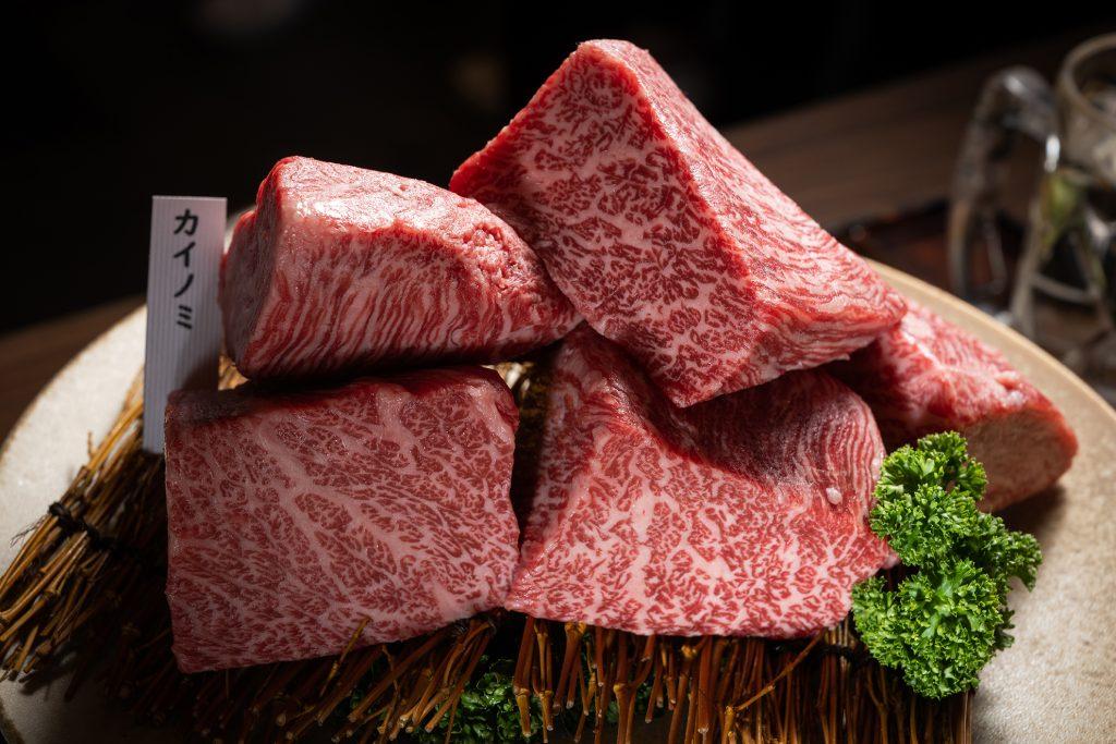 每個月會進不同的品牌和牛,造訪之際,提供的正是前澤牛,它的產量稀少,在台灣也罕見以整頭牛進口。4月底預計改提供飛驒牛 (圖.徐嘉駒攝)