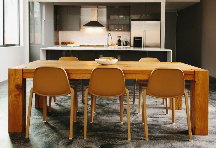 Emeco邀請Philippe Starck跨刀合作推出的Broom Chair 單椅。(圖.明日選物 提供)