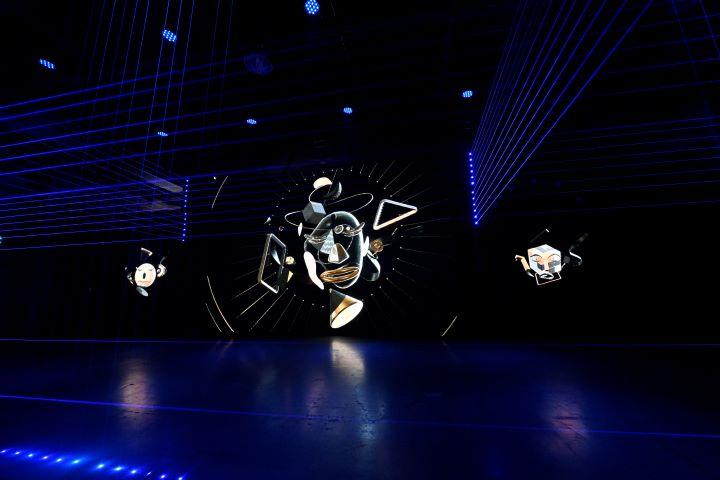 透過互動式脫口秀的即興演出方式,讓參觀者重新思考網路真實性。(圖.陳思明 攝影)