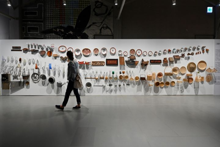 從日常生活的物件切入,觀看與生活息息相關的手工藝美學。(圖.陳思明 攝影)