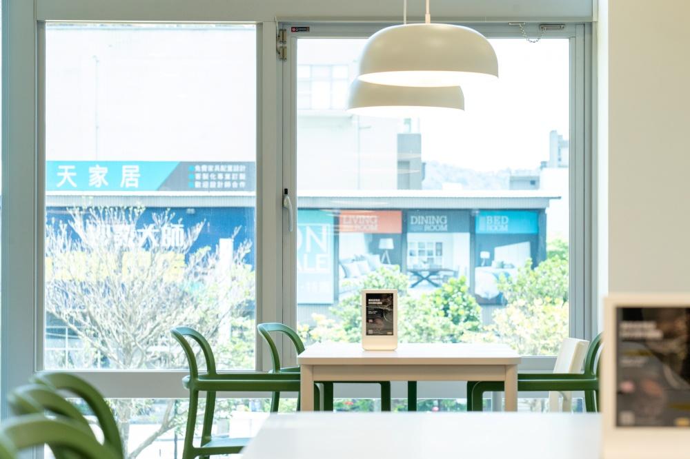 以環保的強化隔熱玻璃,打造更為舒適愜意的體驗式情境。(圖.林玉偉 攝影)