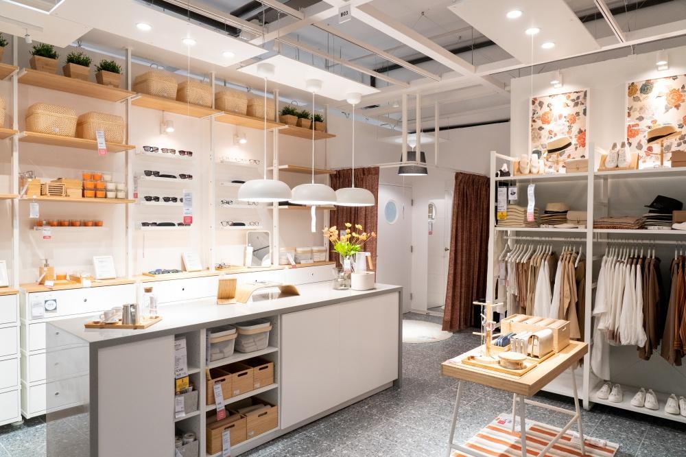 另一間服飾店情境也是內湖店首度推出的商用主題空間。(圖.林玉偉 攝影)