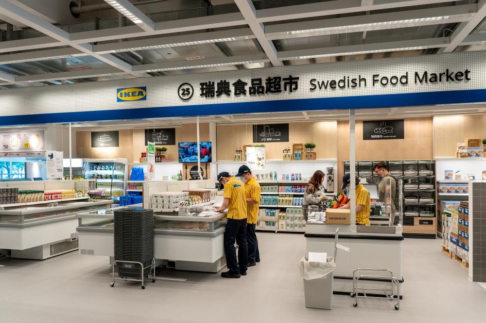 從即食烘焙、飲料、食材一應具全的IKEA超市。(圖.林玉偉 攝影)